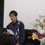 メッセージを送る中国の留学生