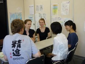 大学生とフィンランド学生との話し合い